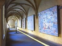 vue générale de l'exposition, avec les panneaux des autres auteurs Luxembourgeois présentés